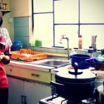 麻雀雖小,五臟俱全!In a small kitchen that is fully-equipped and well-stocked, and more...