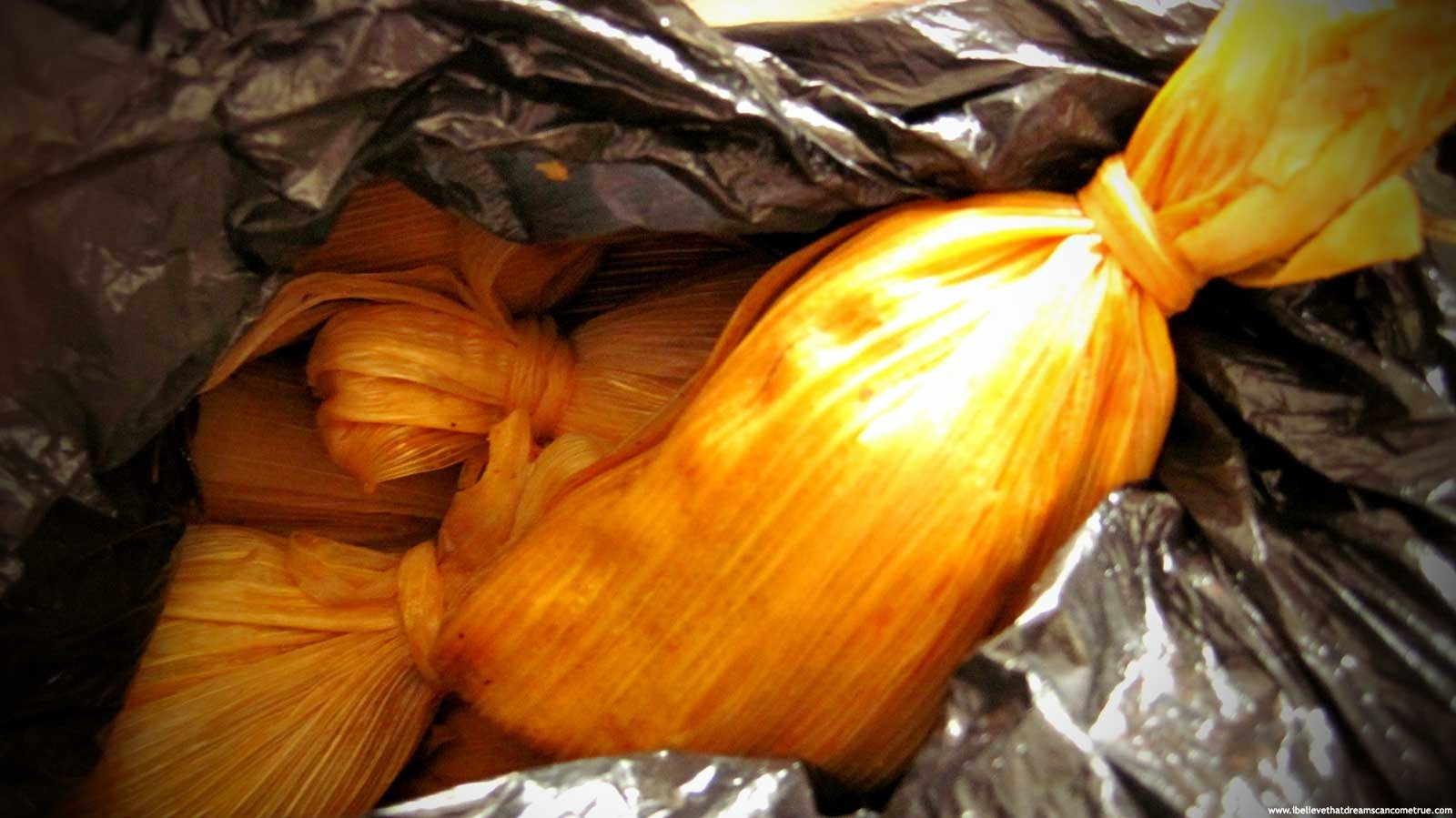 how to cook corn wrapped tamales